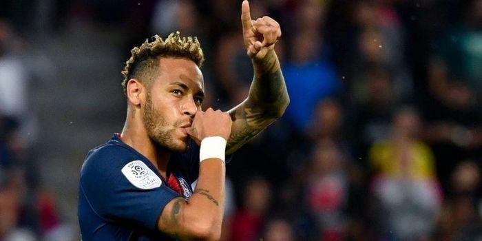 Neymar Jr. melakukan selebrasi setelah mencetak gol Paris Saint-Germain kontra Caen dalam laga Liga