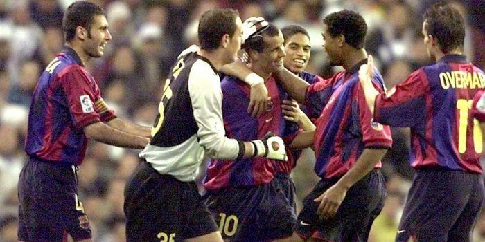 Rivaldo merayakan gol bersama rekan setim dalam laga el clasico antara Real Madrid vs Barcelona, 3