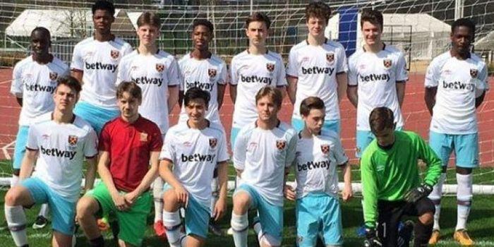 Jack Brown bersama tim U-16 West Ham United