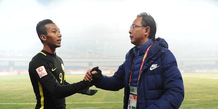Pelatih Timnas U-23 Malaysia, Ong Kim Swee (kanan).
