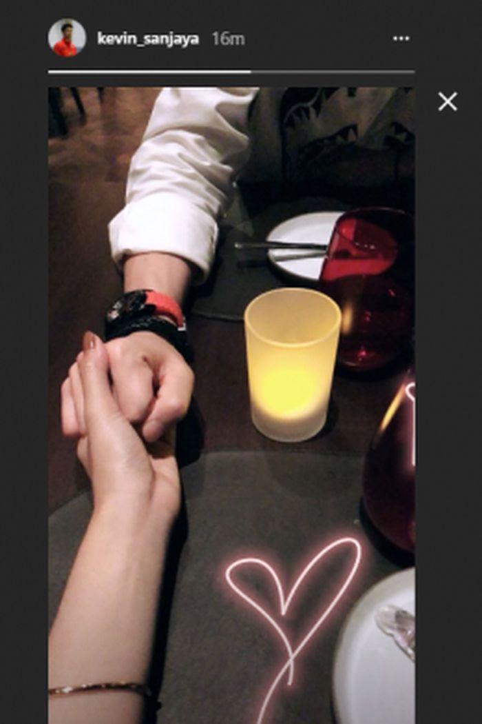 Download 89 Gambar Romantis Tangan Sepasang Kekasih Keren Gratis