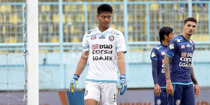 Ekspresi kiper Arema FC, Kurnia Meiga, saat melawan Persiba Balikpapan dalam laga pekan ke-20 Liga 1