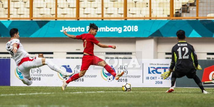 Pemain timnas U-19 Indonesia, Witan Sulaiman, saat pertandingan uji coba melawan Yordania di Stadion