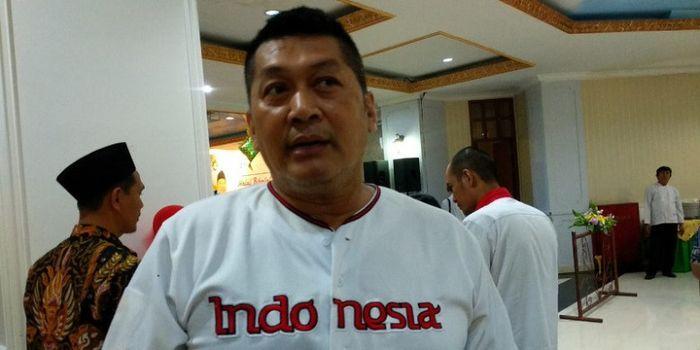 Mantan atlet bisbol Indonesia, Donny Kesuma, berbicara dengan media di sela acara halal bihalal di W