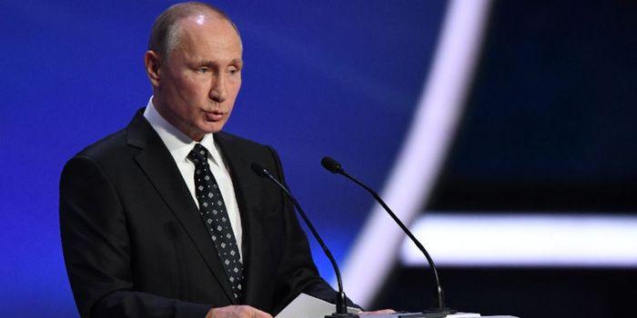Presiden Rusia, Vladimir Putin, memberikan pidato jelang undian fase grup Piala Dunia 2018 di State