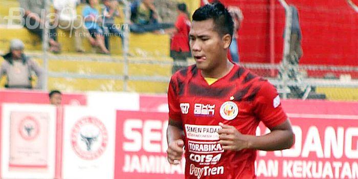 Striker Semen Padang FC, Riski Novriansyah, saat tampil melawan Cilegon United FC pada gelaran Liga 2 2018