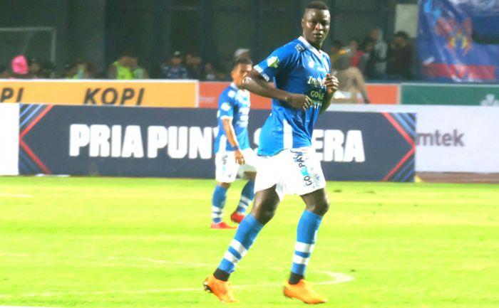 Striker Persib Bandung, Ezechiel NDouassel saat melawan Borneo FC di Liga 1 2018 (21/4/2018)