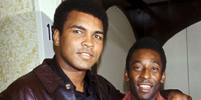 Dua sosok legendaris di bidang olahraga tinju dan sepak bola, Muhammad Ali (kiri) dan Pele.