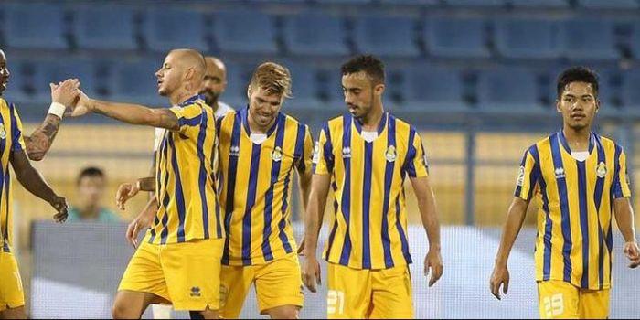 Andri Syahputra (kanan) dan pemain Al-Gharafa saat merayakan gol ke gawang Al-Khor dalam lanjutan Li