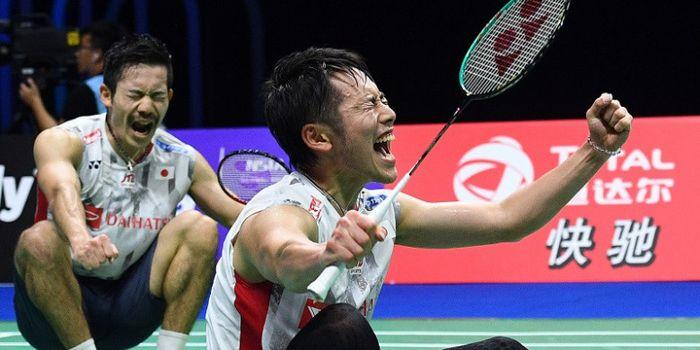 Pasangan ganda putra Jepang, Takeshi Kamura/Keigo Sonoda, bereaksi setelah menang atas Marcus Fernal