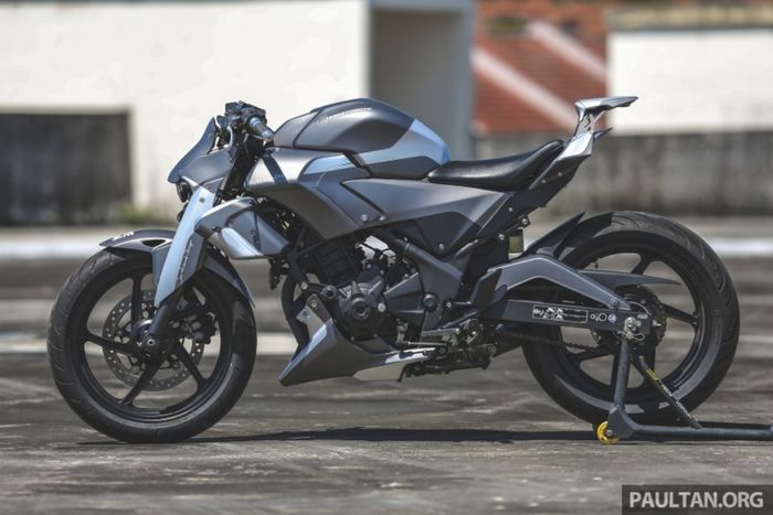 "Honda CBR250R ""MechaStallion"" besutan Kenstomoto"