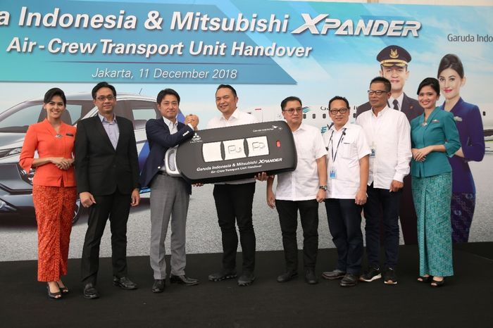 Penyerahan kunci antara Mitsubishi dengan Garuda Indonesia