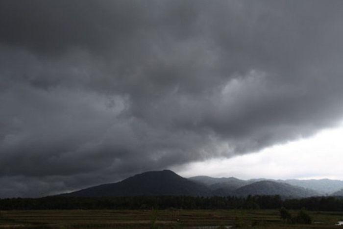 Cuaca ekstrem yang tergambar d langit Pandeglang, Banten.
