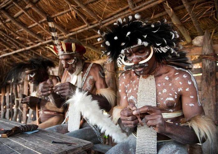 Kaum pria dari Suku Dani, Wamena.