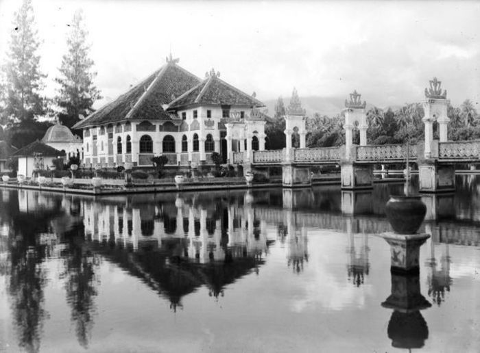 Taman Ujung atau Sukasada di Karangasem.