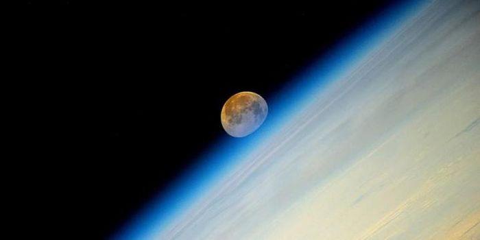 Supermoon diabadikan dari Stasiun Luar Angkasa Internasional (ISS) pada Senin (11/8/2014) dini hari.