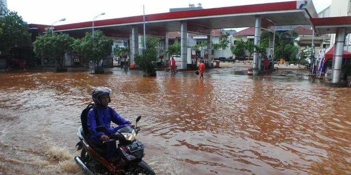 Banjir merendam kawasan Penjaringan, Jakarta Utara pada tahun 2015.
