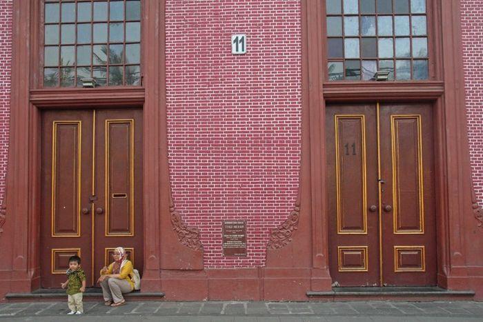 Kediaman Baron von Imhoff, yang dibangun pada 1730-an. Satu-satunya bangunan di Kalibesar Barat yang