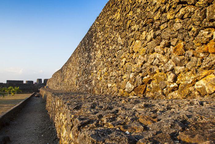 Buton kerap disebut Negeri Seribu Benteng. Pasalnya, banyak benteng-benteng kecil tersebar di sini.