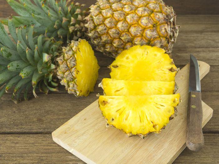 Selain kaya akan vitamin C, buah nanas juga mengandung vitamin B kompleks dan vitamin A
