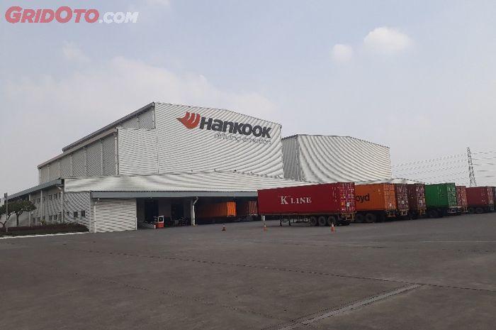 Pabrik Hankook di Cikarang, Jawa Barat.