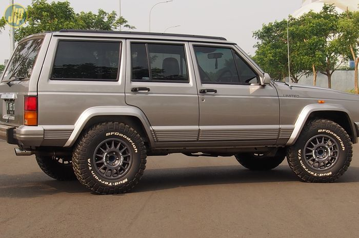 Jeep Cherokee XJ Limited Country 1997