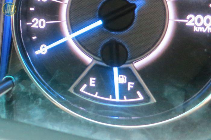 Indikator bahan bakar Toyota Fortuner Diesel