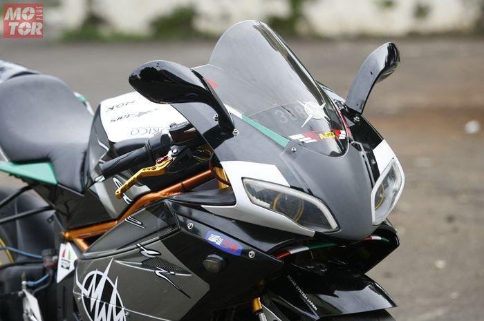 Kawasaki Ninja 250 Berbaju Megelli 250R