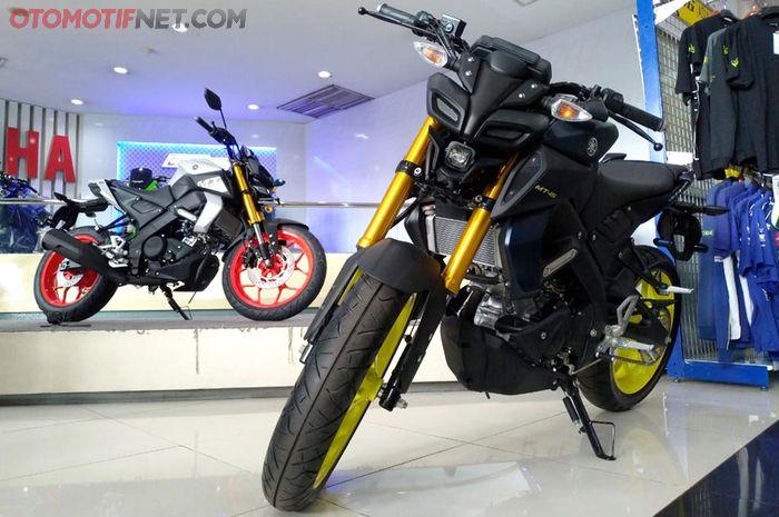 Yamaha MT-15 di salah satu dealer di Jakarta