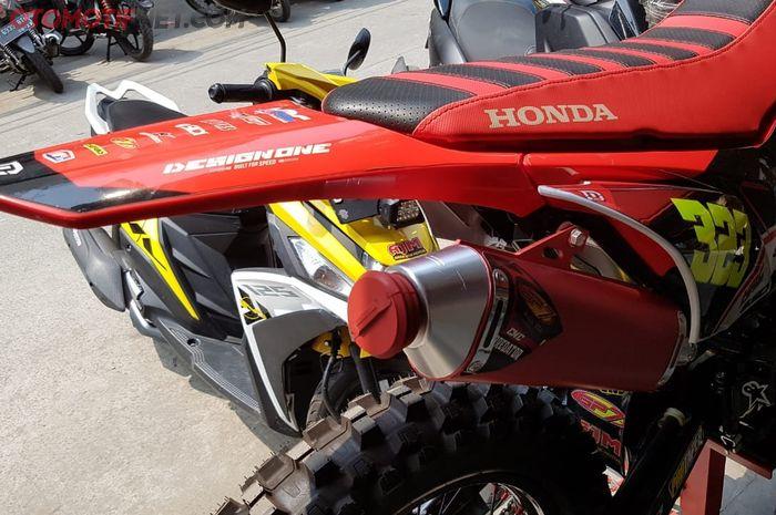 Knalpot merek GP7 terpasang di Honda CRF150