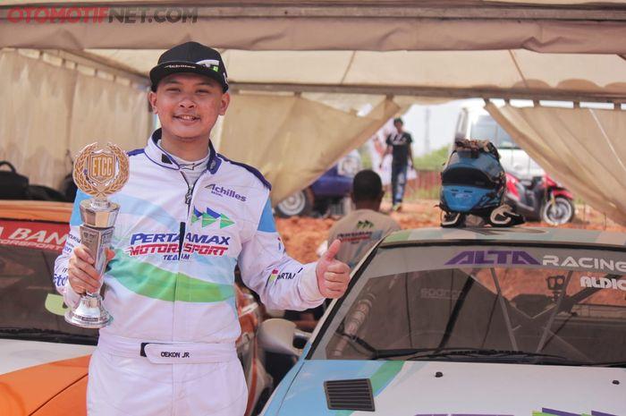 Aldi Oekon, pembalap Pertamax Motorsport kukuhkan juara nasional ETCC2000