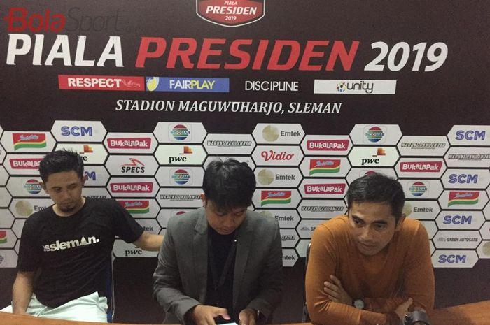 Pelatih PSS Sleman, Seto Nurdiantoro (kanan), dan kapten PSS, Bagus Nirwanto (kiri) pada konferensi pers setelah laga kontra Madura United di Piala Presiden 2019, Selasa (5/3/2019).
