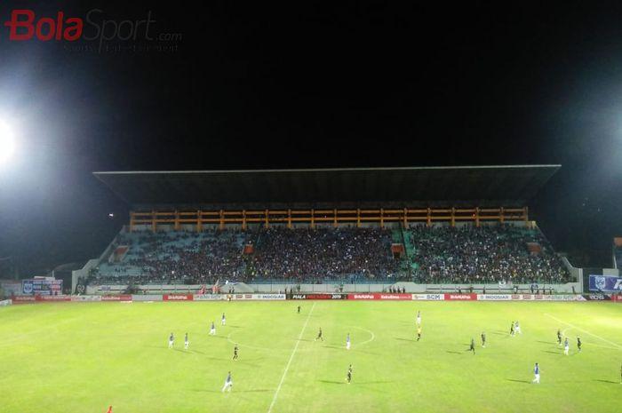 Suasana pertandingan PSIS Semarang vs Kalteng Putra pada matchday kedua Grup C Piala Presiden 2019 di Stadion Moch Soebroto, Magelang, Minggu (10/3/2019).