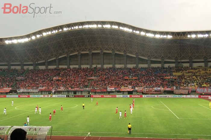 Suasana pertandingan Persija Jakarta melawan Kalteng Putra pada babak delapan besar Piala Presiden 2019 di Stadion Patriot Chandrabhaga, Bekasi, Kamis (28/3/2019).