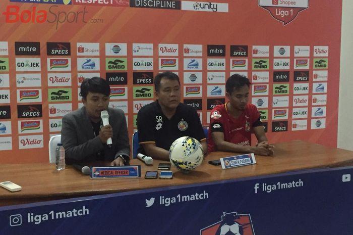 Pelatih Semen Padang, Syafrianto Rusli, saat jumpa pers seusai laga kontra PSS Sleman di Stadion Maguwoharjo, Sabtu (25/5/2019).