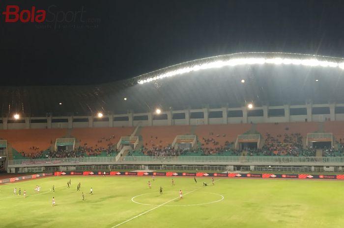 Suasana pertandingan PS Tira Persikabo vs Madura United pada pekan kedelapan Liga 1 2019 di Stadion Pakansari, Cibinong, Bogor, Jumat (12/7/2019).