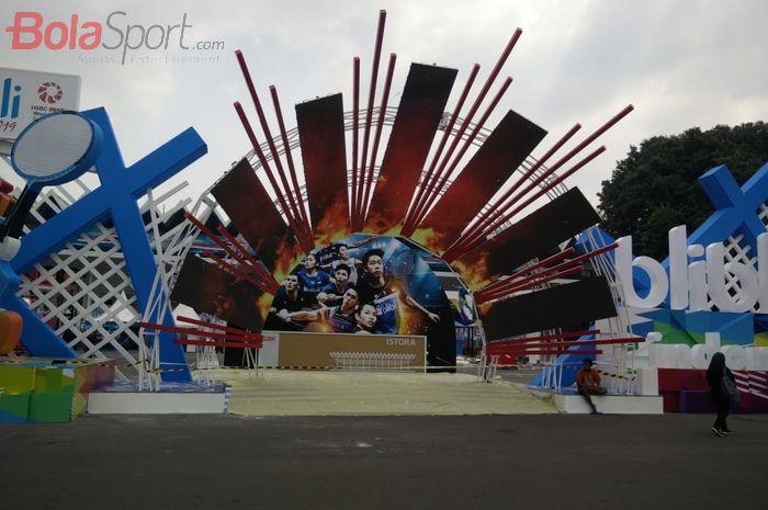 Salah satu dekorasi pada Indonesia Open 2019 di Istora Senayan, Jakarta.