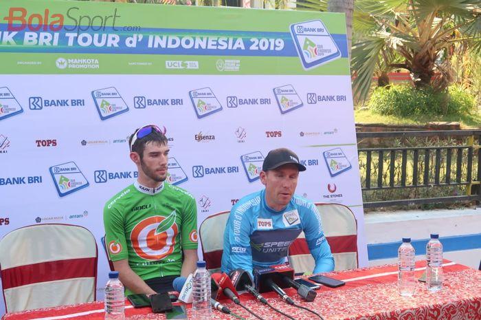 Dari kiri-kanan: Mario Vogt (Sapura Cycling Team, Malaysia), Ryan Roth (X-Speed United Continental, Hong Kong), dan Thomas Lebas (Kinan Cycling Team, Jepang).