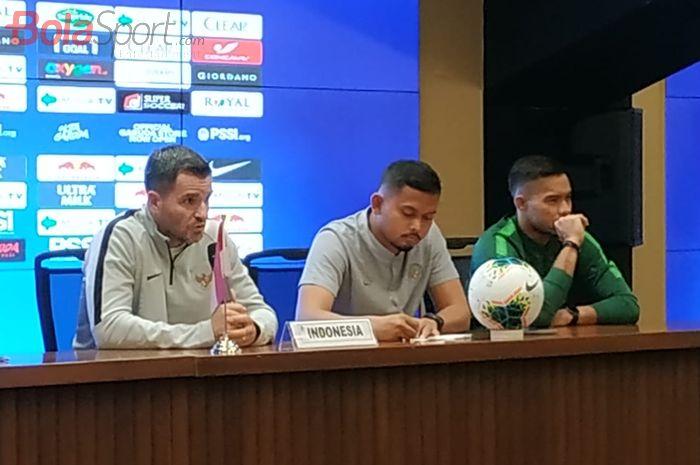 Pelatih dan kiper timnas Indonesia, Simon McMenemy (kiri) serta Andritany Ardhiyasa, Rabu (4/9/2019).
