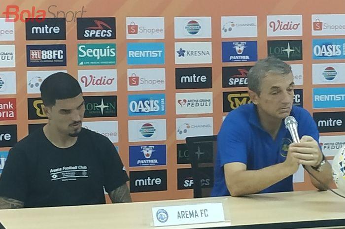 Pemain dan pelatih Arema FC, Arthur Cunha serta Milomir Seslija di Stadion Pakansari, Kabupaten Bogor, Kamis (24/10/2019).