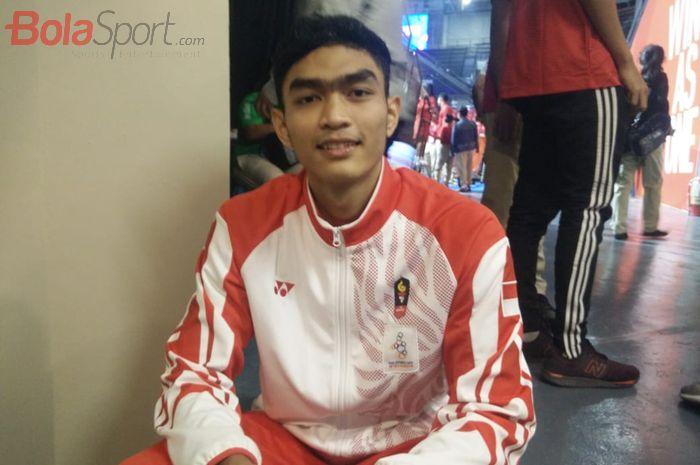 Pebola voli putra Indonesia, Doni Haryono, berpose setelah memastikan medali emas SEA Games 2019 di Philsports Arena, Manila, Selasa (10/12/2019).