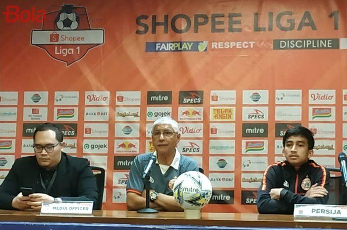 Pelatih dan pemain Persija Jakarta, Edson Tavares serta Fitra Ridwan saat memberikan keterangan pers, Kamis (12/12/2019).