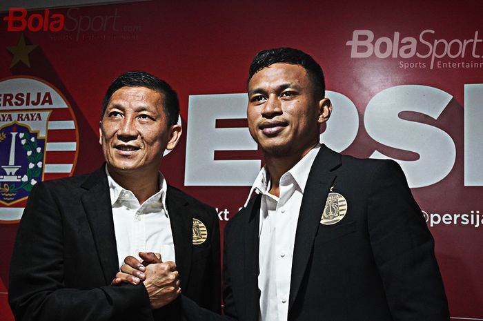 Perkenalan pemain anyar Persija Jakarta, Osvaldo Haay di Kantor Persija Jakarta, Kuningan, Jakarta.