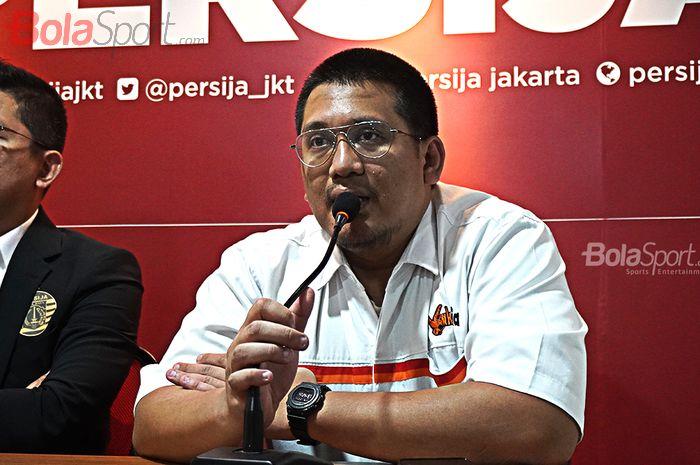 Ketua Umum The Jak Mania, Diky Soemarno saat memberikan komentar terkait Launching Persija Jakarta di Kantor Persija, Kuningan, Jakarta, (21/02/2020)
