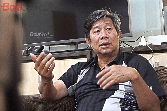 Pelatih Ganda Putra Indonesia, Herry Iman Pierngadi, saat diwawancarai oleh Bolasport.com di Pelatnas PBSI, Cipayung, Jakarta (27/2/2020)
