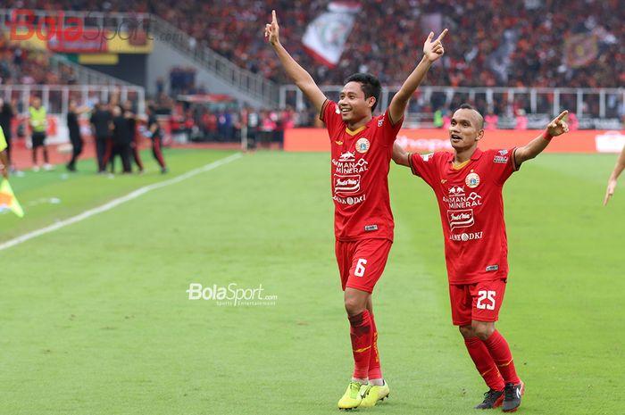 Selebrasi Evan Dimas dan Riko Simanjuntak saat mampu mencetak gol ke gawang Borneo FC Stadion Gelora Bung Karno (1/3/2020)