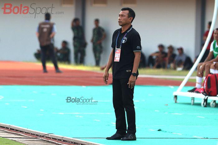 Pelatih Persita Tanggerang, Widodo Cahyono Putro saat menghadapi PSM Makassar di Stadion Sport Centre, Tanggerang (6/3/2020)