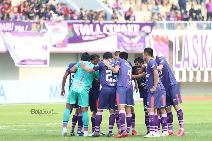 Skuad Persita Tangerang  menghadapi PSM Makassar di Stadion Sport Centre, Tangerang (6/3/2020)