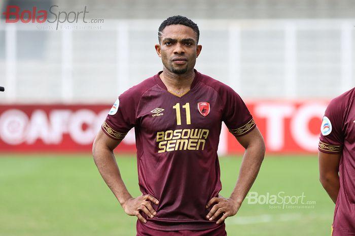 Penyerang PSM Makassar, Osas Saha, ketika laga AFC yang mempertemukan timnya dengan Kaya Futbol Club–Iloilo di Stadion Madya, Senayan, Jakarta Selatan (10/3/2020