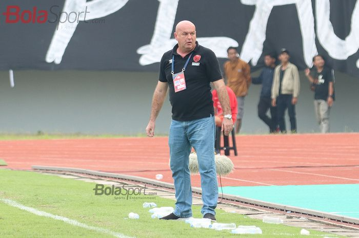 Pelatih PSM Makassar, Bojan Hodak, ketika laga Persita Tangerang melawan PSM Makassar di Stadion Sport Center, Kelapa Dua, Tangerang (6/3/2020)